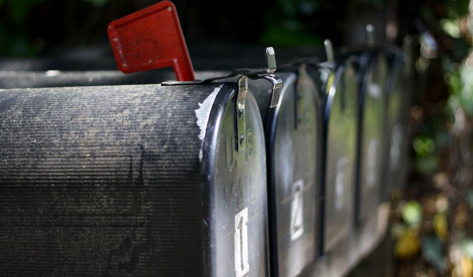 4 cadeaux d'affaires populaires qui passent sans problème dans la boîte aux lettres.