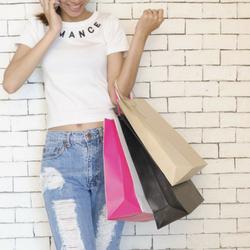 Pour remercier vos clients de leur achat ou dans un goodie bag : il y a de nombreuses manières de distribuer des cadeaux publicitaires